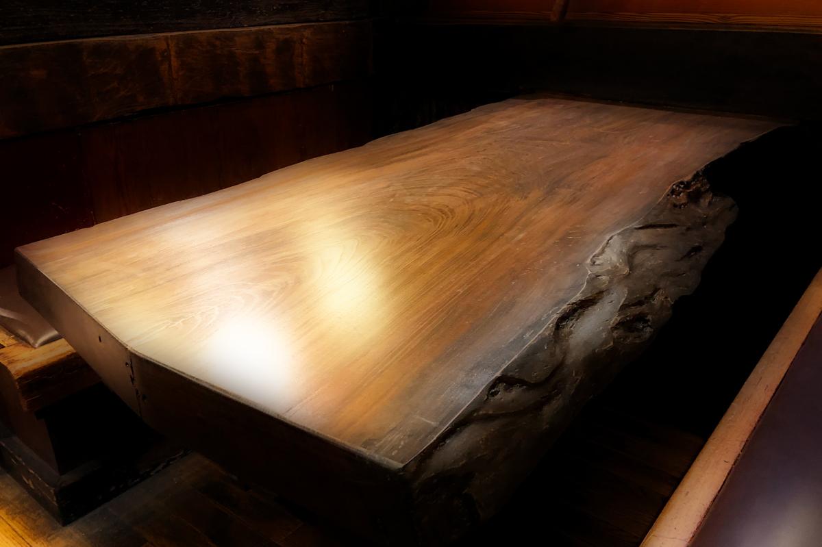 新しく磨いたテーブル席(欅)